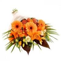 Елегантен букет в оранжеви цветове