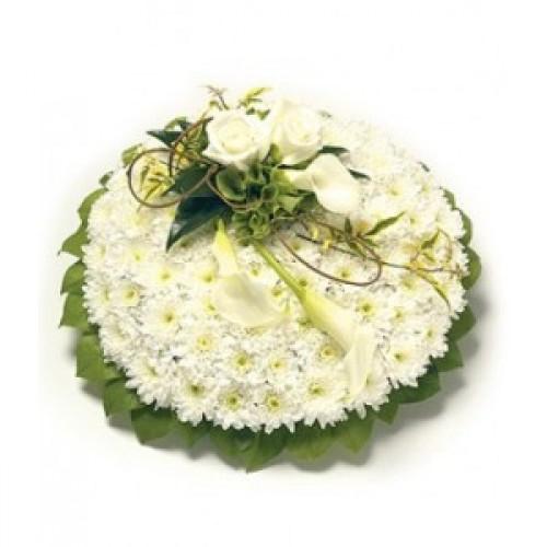 Аранжировка за погребение в бяло и зелено