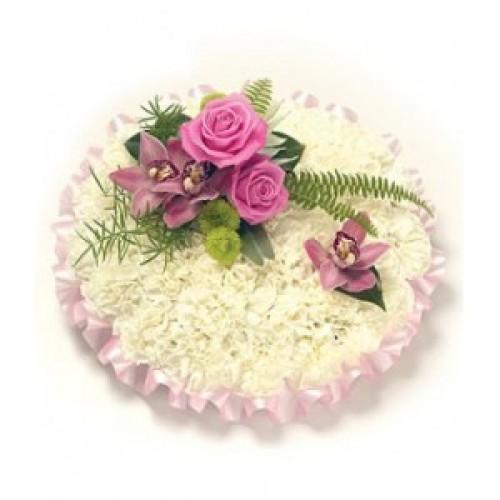 Аранжировка за погребение в бяло и розово