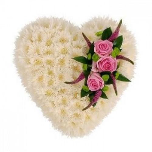Аранжировка за погребение във форма на сърце