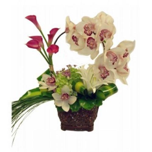 Артистична аранжировка от кала и орхидея