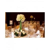 Аранжировка за маса с бели амарилиси