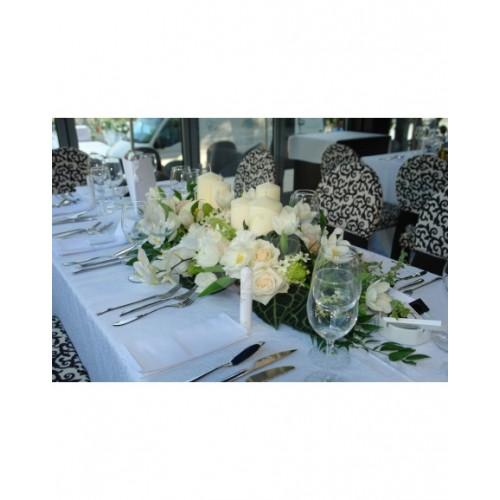 Аранжировка за маса бели рози и орхидеи A34