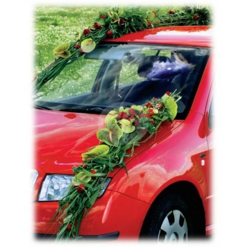 Аранжировка за автомобил с антуриум и червени рози