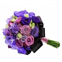 Булчински букет в лилаво от рози и лизиантус 22