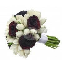 Булчински букет рози и бели лалета 24
