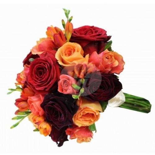 Булчински букет в оражево и червено с рози и фрезия 30