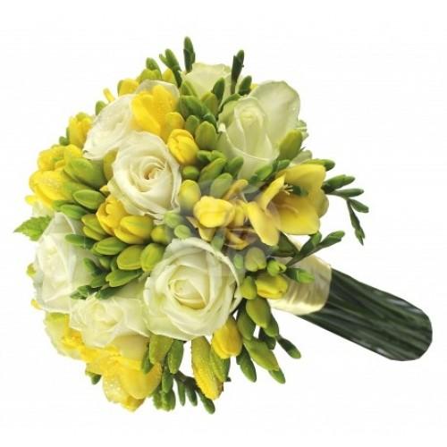 Булчински букет с бели рози и жълти фрезии 31