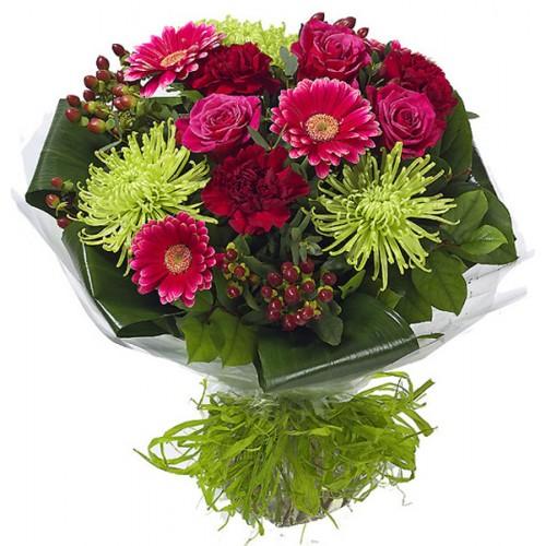 Летен букет с цветя в червено
