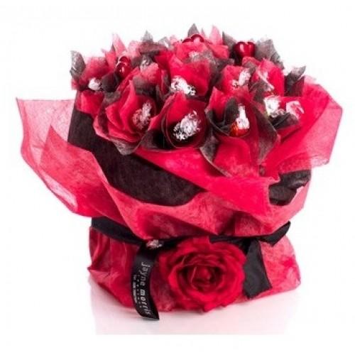 Шоколадов букет Lindt в червено и черно