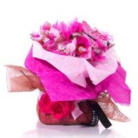 Букет от бонбони Lindt в розово