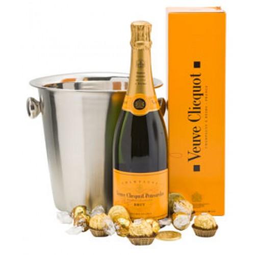 Френско Шампанско и лакомства