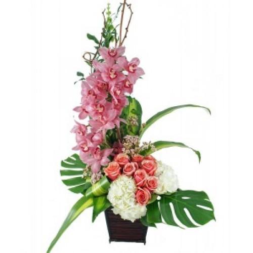 """Аранжировка """"Орхидея, роза и хидрангея"""""""