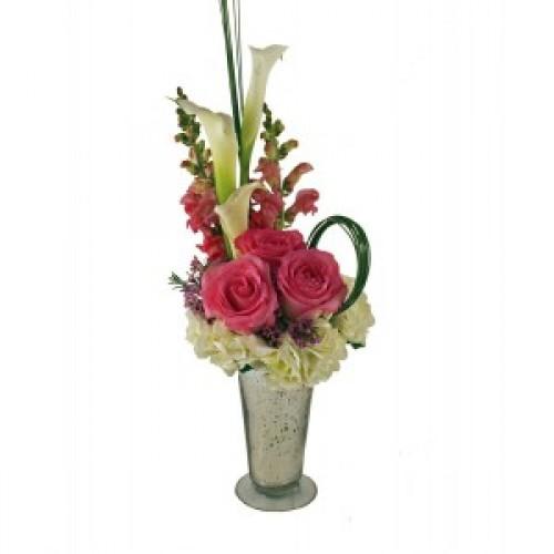 Аранжировка от цветя Радващо розово