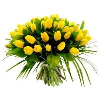 Поръчай от 15 до 101 жълти лалета