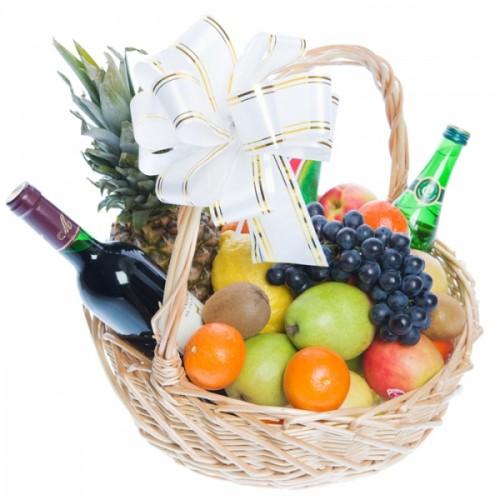 Плодове, вино и много романтика