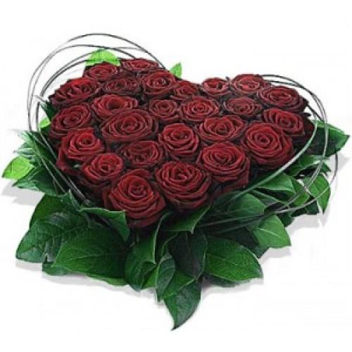 Сърце от червени рози